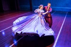 THE KING AND I by Rodgers and Hammerstein's,           , UK ASSOCIATE DIRECTOR -DAVID SIEBERT, SETS -MICHAEL YEARGAN, COSTUMES -CATHERINE ZUBER,  LIGHTING - DONALD HOLDER, Manchester Opera House, 2019, Credit: Johan Persson