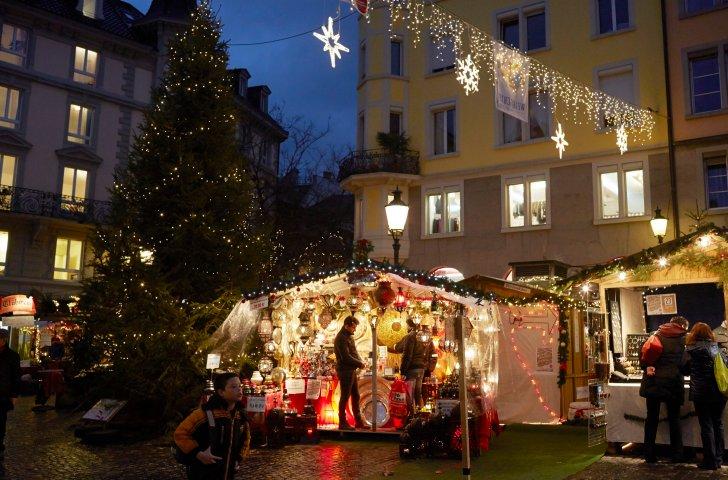 Weihnachtsmarkt Zürich.Freizeittipp Dörfli Weihnachtsmarkt Im Zürcher Niederdorf Zvv