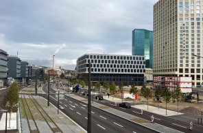 View over the Pfingstweidstrasse in Zürich-West with the new tram tracks, the Mobimo-Tower and the Prime Tower.